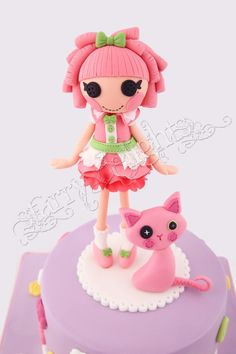 This is the Lalaloopsy cake i made for my birthday. Cat Cake Topper, Fondant Toppers, Fondant Cakes, Cupcakes, Cupcake Cakes, Biscuit, Lalaloopsy Party, Fondant Tutorial, Cake Decorating Tutorials