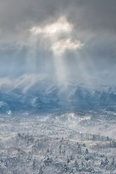 A heavenly photograph of the Great Smoky Mountains bathed in snow