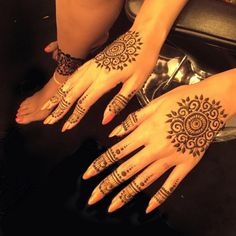 Here's a shot of the elaborate henna patterns that her hands were adorned with.