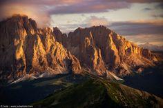 Tramonto sul Sassolungo - Foto scattata con α5100 e SEL1670Z  Sito Web: www.juzaphoto.com