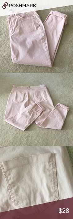 🍃Cute Pink Stretch Jeans🍃🎉SALE🎉 Pink stretch jeans. Worn & washed once only!! Size 12- in perfect condition 💕 Inseam is 28 1/2 inches. 98% Cotton & 2% Spandex Bandolino Jeans Ankle & Cropped