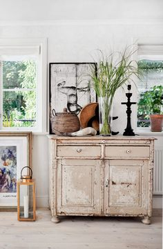 Envy: Swedish Cottage Modern rustic Scandinavian Swedish cottage decor in a living room - Neutral Home Decorating ideasModern rustic Scandinavian Swedish cottage decor in a living room - Neutral Home Decorating ideas Unique Home Decor, Vintage Home Decor, Diy Home Decor, Rustic Farmhouse Decor, Rustic Decor, Swedish Cottage, Coastal Cottage, Cottage Style, Casas Shabby Chic