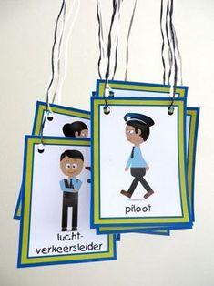Kaarten voor rollenspel, in de hoeken bij thema vliegveld voor kleuters, juf Petra van kleuteridee, free printable.