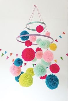Do you like the pom poms craft project? The pom poms are a fairly simple and interesting craft project that can happily illuminate any space in your house. Kids can also participate in the pom poms craft project to create a colorful space. Diy For Kids, Crafts For Kids, Pom Pom Mobile, Diy And Crafts, Arts And Crafts, Easy Crafts, Easy Diy, Paper Crafts, Mollie Makes