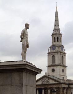 The Fourth Plinth, Trafalgar Square London. Ecce Homo (Zie de man), van Mark Wallinger. 1999.