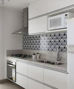 Kitchen backsplash ideas that will brighten and modernize your kitchen. with cabinets, diy for big and small kitchen - white or dark cabinets, tile patterns Unique Home Decor, Cheap Home Decor, Cuisines Design, Küchen Design, Minimalist Decor, Interior Design Living Room, Home Kitchens, Home Remodeling, Kitchen Remodel