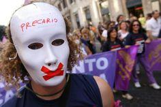 """Vivere in Italia? """"Impossibile. Vantaggi solo per i politici"""""""