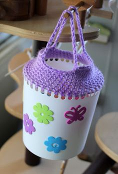 Recycling containers with crochet handles. A stash buster and eco-friendly! Tutorial by Filth Wizardry. When I was a child my Mother made me something very similar to this to store my hair rollers in. Plastic Bottle Crafts, Plastic Bottles, Plastic Eggs, Milk Bottles, Basic Crochet Stitches, Crochet Patterns, Crochet Home, Knit Crochet, Crochet Bags