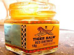 14 uventede anvendelsesområder for tigerbalsam Tiger Balm, Bra Hacks, Ayurveda, Circulation Sanguine, Herbal Oil, Flower Oil, Healthy Tips, Diy Beauty, Candle Jars