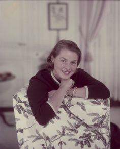 Ingrid Bergman smiles, & you instantly want to smile back.  lmr