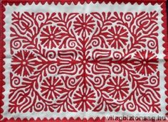 Cut-out fabric sewn onto another fabric. Hungarian Embroidery, Folk Embroidery, Embroidery Stitches, Embroidery Dress, Embroidery For Beginners, Embroidery Techniques, Embroidery Designs, Red And White Quilts, Hawaiian Quilts