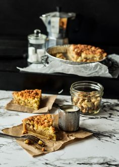 The moonblush Baker: Seasoned Changes /-/ Mega crumble Apple pie (vegan, gluten free) Gluten Free Pie, Dairy Free Recipes, Vegan Recipes, Dessert Blog, Pie Dessert, Vegan Pie Crust, Crust Recipe, Apple Crumble Pie, Apple Pie Recipes