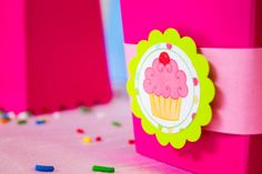 If You Are Looking For A Fun And Adorable Party To Throw, Then Look No Further Than This Cupcake Party! There is Tons Of Ideas And Inspiration For Everyone! Cupcake Party, Birthday Cupcakes, Birthday Parties, Baby Birthday, Birthday Ideas, Pink Cupcakes, Cute Cupcakes, Cupcake Centerpieces, Cute Marshmallows