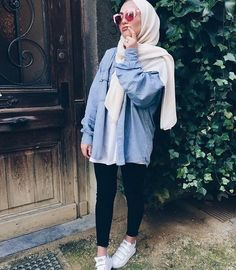 Discover recipes, home ideas, style inspiration and other ideas to try. Hijab Fashion Summer, Modern Hijab Fashion, Street Hijab Fashion, Muslim Fashion, Modest Fashion, Fashion Outfits, Modest Dresses, Modest Outfits, Hijab Mode Inspiration