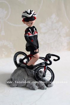 Cyclist - Cake by Zoe's Fancy Cakes Bycicle Illustration, Bycicle Art Bicycle Cake, Bike Cakes, Fondant Toppers, Fondant Cakes, Mountain Bike Cake, Amazing Cakes, Beautiful Cakes, Zoes Fancy Cakes, Sports Themed Cakes