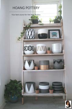 Cement Flower Pots, Cement Pots, Painted Flower Pots, Painted Pots, Hand Painted, Vase Crafts, Cement Crafts, Paint Garden Pots, Painting Cement