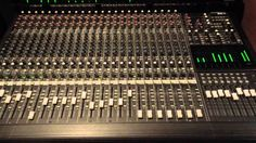MACKIE  24 x 8 bus analog MIXER IN ACTION