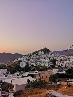 Traveling to Greece 2019 Travel Vlog, Travel Guide, Best Places In Europe, Greece Travel, Santorini, Paris Skyline, Grand Canyon, Tours, Sunset
