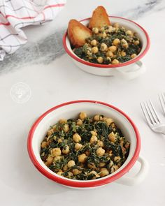 Espinacas con garbanzos, receta tradicional andaluza. - Cocinando Entre Olivos Black Eyed Peas, Cereal, Beans, Vegetables, Breakfast, Food, Olive Tree, Spoons, How To Make