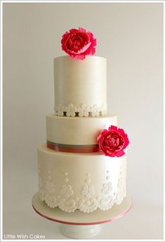 Vintage Lace by Little Wish Cakes  |  TheCakeBlog.com