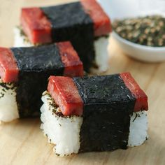 Thirsty For Tea Bite-Size Spam Musubi with Green Tea Furikake Ono Kine Recipes, Spam Recipes, Cooking Recipes, Noodle Recipes, Hawaiian Appetizers, Hawaiian Recipes, Hawaiian Snacks, Hawaiian Luau, Spam Musubi