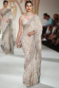 Net Saree Designs, Saree Blouse Designs, Stylish Blouse Design, Fancy Blouse Designs, Dress Indian Style, Indian Fashion Dresses, Indian Wedding Outfits, Indian Outfits, Designer Sarees Wedding