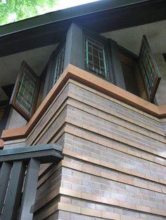 Arthur B. Heurtley House. 1902. Oak Park, Illinois. Prairie Style.  Frank Lloyd Wright