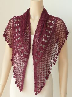 """29 Knots of Love """"Knots of Love Shawl"""", designed by Kathryn White -- so beautiful, Knots of Love Shawl Designed by Kathryn White.Crochet Guild Knots of Love This is so beautiful! See Ravelry for link towards pattern…Scialle Knots of Love, Poncho Crochet, Crochet Shawls And Wraps, Knitted Shawls, Love Crochet, Crochet Scarves, Crochet Clothes, Crochet Lace, Crochet Stitches, Crochet Summer"""
