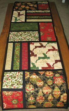 Christmas Table Runner Quilted from Kaufman Flourish Line christmas quilting ideas free Patchwork Table Runner, Table Runner And Placemats, Table Runner Pattern, Quilted Table Runners, Christmas Patchwork, Christmas Sewing, Christmas Crafts, Christmas Quilting, Christmas Images