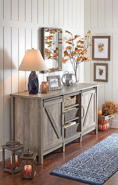 50 Stunning Farmhouse Entryway Decor Ideas November Leave a Comment A mudroom or entryway is generally a hall located between the front entrance of the house and the living area. It's a perfect place to organize storage for footwear Decorating Ideas For The Home Bedroom, Country Home Decorating, Hallway Decorating, Fall Decorating, Fall Home Decor, Autumn Home, Rustic Decorations For Home, Seasonal Decor, My Living Room