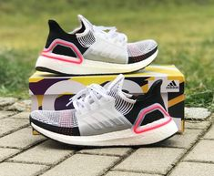 405e3c869 Adidas Ultraboost blanche noire et rose (2019) Adidas Boost