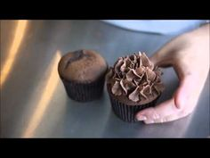 Some great frosting techniques for cupcakes.