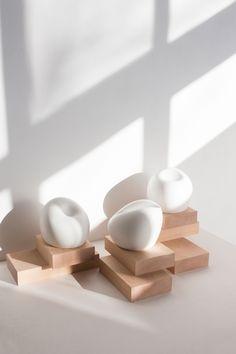 Plier is a minimalist sculpture created by Barcelona-based designer Carla Casca… Plier is een minimalistische sculptuur gemaakt door de in Barcelona gevestigde ontwerper Carla Cascales Alimbau. Exposition Photo, Spanish Artists, Space Architecture, Architecture People, Studyblr, Installation Art, Art Installations, Sculpture Art, Stone Sculptures
