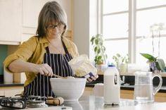 Cómo reemplazar la harina blanca por harina integral en las recetas | eHow en Español
