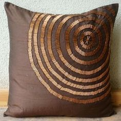 "Luxus braun dekorative Kissen decken, 16 ""x Seide Throw Pillows Cover, quadrati. : Luxus braun dekorative Kissen decken, 16 ""x Seide Throw Pillows Cover, quadratische Spirale Rohr Perlen Kissen decken Couch Bett – magische Illusion Brown Throw Pillows, Brown Cushions, Sewing Pillows, Diy Pillows, Sofa Pillows, Couch Pillow Covers, European Pillows, Silk Pillow, Cushion Pillow"