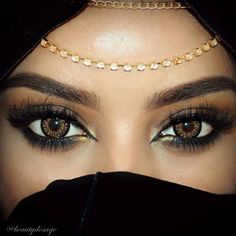 Eye makeup & accessories – Gesichert – Eye makeup & accessories – Secured – up Arabian Eyes, Arabian Makeup, Arabian Beauty, Eye Makeup, Hijab Makeup, Dubai Fashionista, Bollywood Makeup, Looks Black, Exotic Beauties