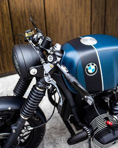 Image may contain: motorcycle Custom Bmw, Custom Cafe Racer, Cafe Racer Bikes, Cafe Racer Motorcycle, Custom Bikes, Motorcycle Outfit, Motorcycle Style, Bmw R100, R80