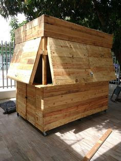 Could just make a little banana stand like this to sell produce out of or keep art supplies in . Outdoor Garden Bar, Diy Outdoor Bar, Backyard Bar, Backyard Kitchen, Backyard Sheds, Patio Bar, Cafe Shop Design, Kiosk Design, Bbq Shed