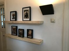Zwevende balken houten plaatje productie Floating Shelves, Home Decor, Decoration Home, Room Decor, Wall Shelves, Home Interior Design, Home Decoration, Interior Design