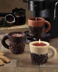 Cool idea to DIY Old Coffee Cups into Candles Not liking the coffee beans on the outside thou Unique Candles, Diy Candles, Scented Candles, House Candles, Vanilla Candles, Ideas Candles, Kitchen Candles, Decorative Candles, Coffee Beans