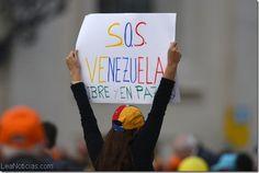 """Un cartel de """"S.O.S Venezuela"""" fue mostrado en la audiencia del Papa - http://www.leanoticias.com/2014/03/20/un-cartel-de-s-o-s-venezuela-fue-mostrado-en-la-audiencia-del-papa/"""