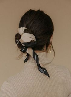 6 Ways to Style Your Hair Wearing a Turtleneck Hair inspiration – Hair Models-Hair Styles Hair Scarf Styles, Curly Hair Styles, Scarf Hairstyles, Pretty Hairstyles, Wedding Hairstyles, Hair Inspo, Hair Inspiration, Big Earrings, Hair Day
