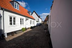 Stock image of 'Old white house from old royal town Ribe in Denmark.'