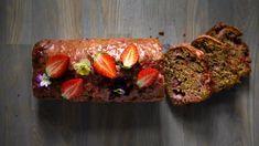 Jogurtový chlebíček je vždy krásně vláčný anadýchaný, přidat do něj můžete vpodstatě jakékoli ovoce (my neodolali prvním jahodám), anavíc všechny ingredience jednoduše odměříte pomocí hrníčku. Zkuste náš ověřený recept!
