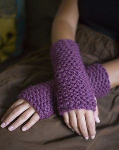 Learn to Knit Cuff; Quick, easy pattern. bulky yarn.  This would go fast and the girls would like this.