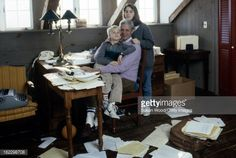 162298708-in-the-paper-strewn-writing-studio-at-his-gettyimages.jpg (594×398)