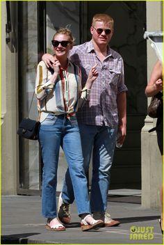 Kirsten Dunst & Jesse Plemons Get Cozy on Italian Vacation   kirsten dunst jesse plemons get cozy on italian vacation05 - Photo