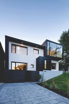 The Black and White Connaught Residence in Montreal | More inspiration on http://bella-passione.tumblr.com/