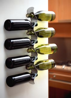 Geniet van wijn, zelfs voordat je het drinkt! Deze houder is een echte aanwinst voor je interieur #wijnflessenhouder #blackblum