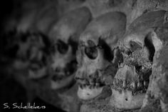 Cele Kula a.k.a. The skull tower by Stefan 84, via Flickr /// The Skull Tower (Serbian: Ћеле Кула, Ćele Kula, Turkish: Kelle Kulesi) is a monument to 19th century Serbian rebels. It is situated in Niš, on the old Constantinople Road leading to Sofia. The monument was built using the skulls of the Serbs killed by order of Ottoman Sultan Mahmud II during the 1809 Battle of Čegar.